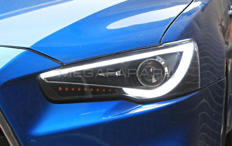 Передние фары Мицубиси Лансер V8 type [комплект Л+П; биксеноновая линза; бегущий поворотник; яркие ходовые огни]